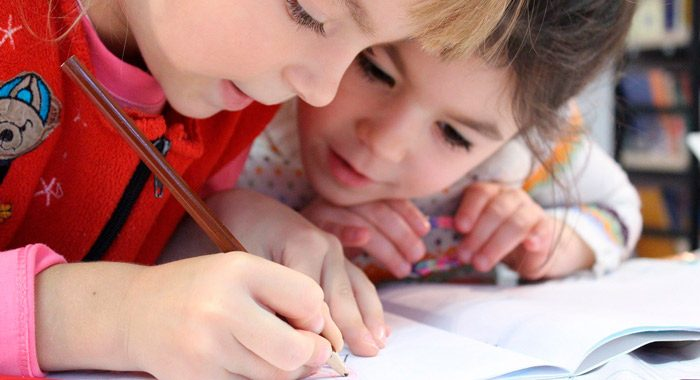 Cree un espacio de estudio_7 tips que mejoran el rendimiento de los niños en la escuela_Merletto